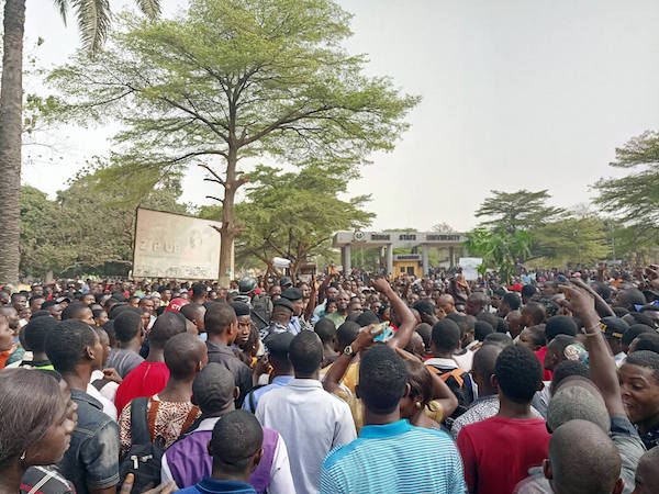 BENUE STATE UNIVERSITY SHUT DOWN AS STUDENTS CLAIM SNAKES ATE THEIR SCHOOL FEES (PHOTOS) BenueStateUniversityshutdownasstudentsclaimsnakesateuptheirschoolfees