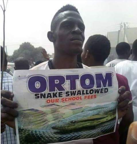 BENUE STATE UNIVERSITY SHUT DOWN AS STUDENTS CLAIM SNAKES ATE THEIR SCHOOL FEES (PHOTOS) BenueStateUniversityshutdownasstudentsclaimsnakesateuptheirschoolfees2