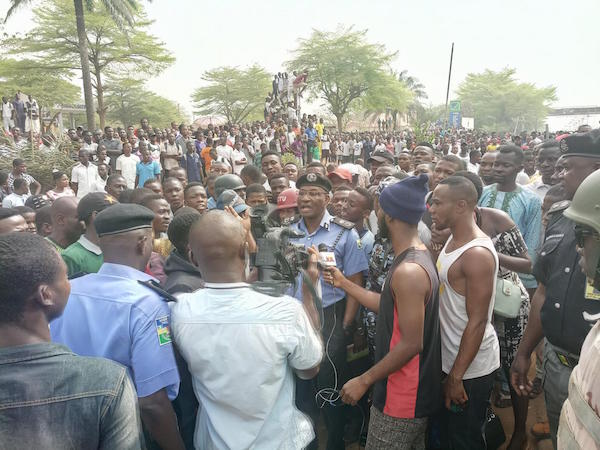 BENUE STATE UNIVERSITY SHUT DOWN AS STUDENTS CLAIM SNAKES ATE THEIR SCHOOL FEES (PHOTOS) BenueStateUniversityshutdownasstudentsclaimsnakesateuptheirschoolfees3